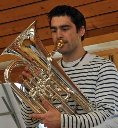 Solist Fabian Bloch probt mit dem Musikverein Gretzenbach für das Jahreskonzert 2014.