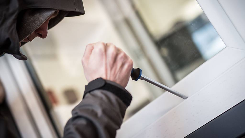 Bei einem Einbruch in ein Hotel in Neuhausen am Rheinfall am Wochenende haben die Täter Bargeld erbeutet. (Symbolbild)