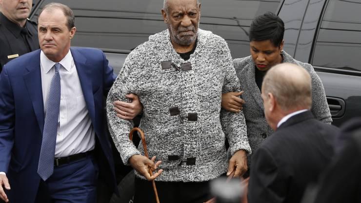 Muss eine elektronische Fussfessel tragen und darf nur ausnahmsweise aus dem Haus: der wegen schwerer sexueller Nötigung verurteilte US-Entertainer Bill Cosby.