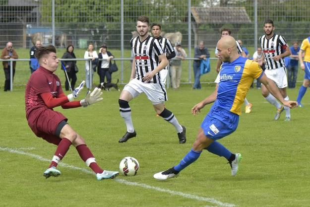 Die 1. Chance in diesem tollen Spiel hatte Adrian Kraft. Er scheiterte am Goalie Gianluca Tortora nach wenigen Minuten.