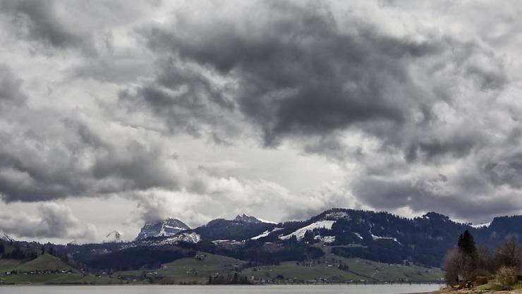 Im Sihlsee hat sich am Montag ein tödlicher Badeunfall ereignet. (Archivbild)
