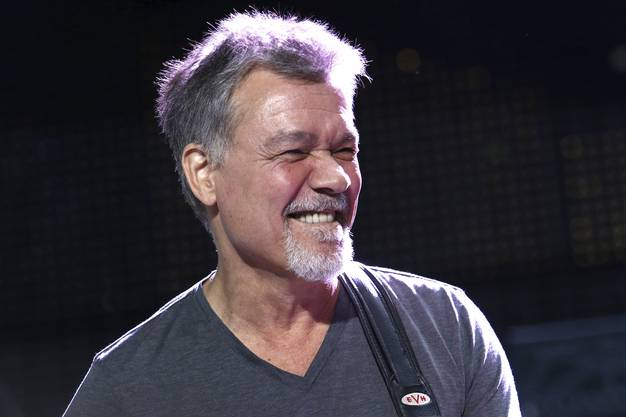 6. Oktober: Die Gitarren-Legende Eddie Van Halen ist 65-jährig an Krebs gestorben.