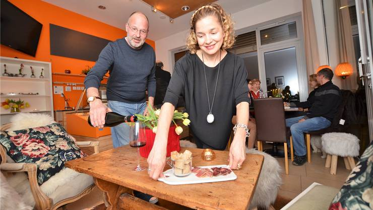Svetlana und Peter Gerwig führen die Apéro-Bar «Chreisel» als aufmerksame Gastgeber.