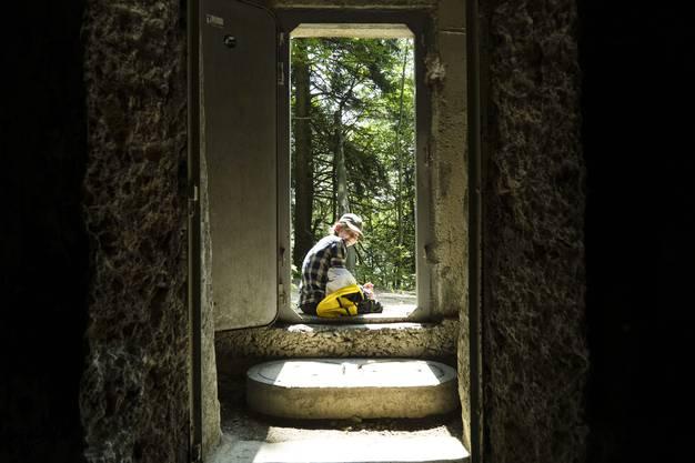 Auf der 5. Etappe erkundeten wir die alten Bunkeranlagen, die die Armee zusammen mit Freiwilligen im Ersten Weltkrieg rund um die Belchenflue errichtet hatte. Wir nutzten die stillgelegten Bunker als schattige Picknickplätze.
