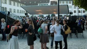 «Unser Bier» sammelte für das Open-Air-Kino auf dem Münsterplatz.