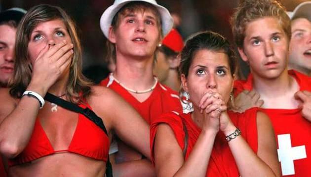 Am 12. Juni beginnt die Fussball-WM 2014. Sie dauert bis am 13. Juli. Alle, die keine Zeit und kein Geld haben, um nach Brasilien zu reisen, können die Fussballspiele beim Public Viewing in der Basler Innenstadt verfolgen und mit ihrer Mannschaft mitjubeln.