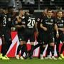 Die Frankfurter feiern ihren fünffachen Torschützen Luka Jovic (4. von links)