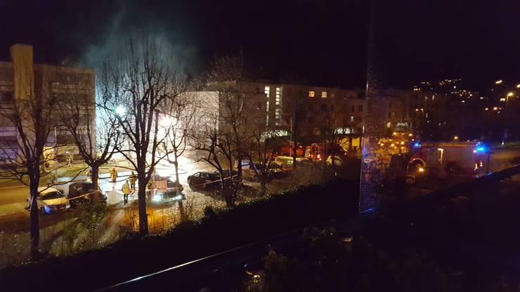 Die Feuerwehr am Brandort.