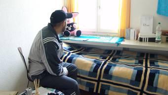 Ein Jugendlicher in der halb offenen Abteilung des Massnahmezentrums in Uitikon.