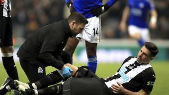 Fabian Schär droht die nächste Verletzungspause: Mit Newcastle verletzt sich der Schweizer im ersten Spiel von Beginn weg wieder an der Schulter