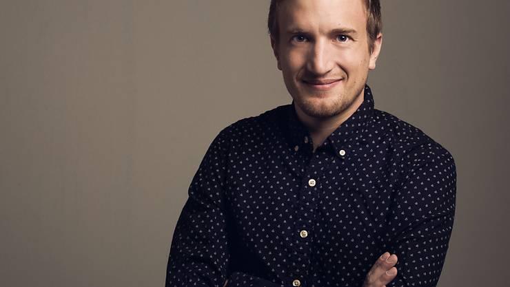 In seinem neuen Job kann Stefan Büsser alle seine Facetten zeigen, denn bei SRF 3 sind sowohl seine Qualitäten als Moderator wie auch jene als Comedian gefragt. (Pressebild)