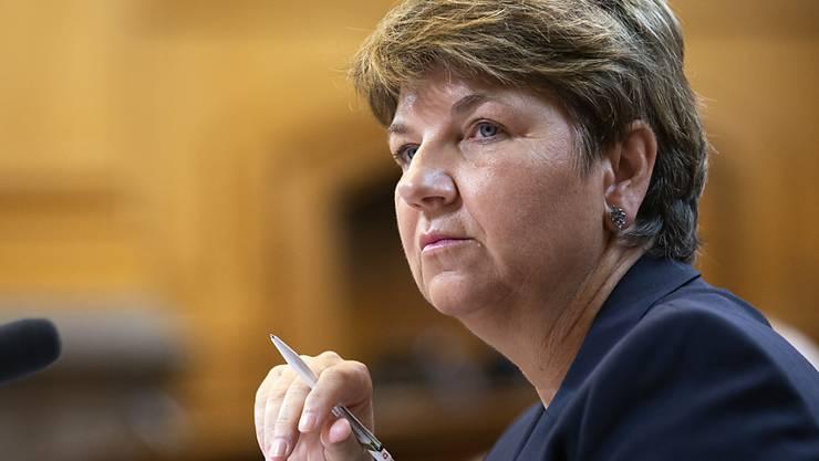 Verteidigungsministerin Viola Amherd möchte Geld für neue Kampfjets ausgeben, nicht für Industriesubventionen.