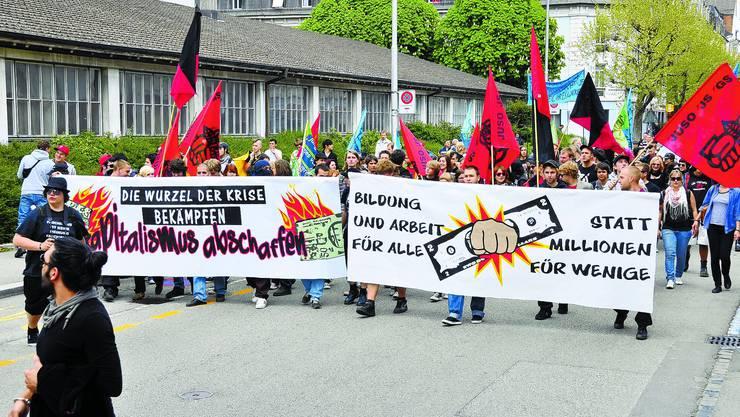 Aufmarsch der Jungen Mehr als sonst zeigten auch Jugendliche auf den Solothurner Strassen Flagge. (Bild: Oliver Menge)