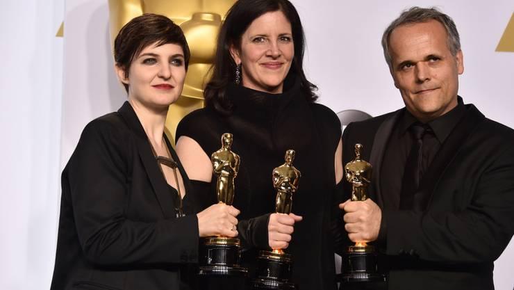 """Für """"Citizenfour"""" wurde US-Regisseurin Laura Poitras (Mitte) mit dem Oscar ausgezeichnet: Heute präsentierte sie in Cannes ihren neuen Film """"Risk"""". (Archiv)"""