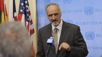 Syriens UNO-Botschafter spricht in New York zu den Medien