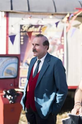Im Bild der bekannte Schweizer Schauspieler Stefan Kurt, der im Film Papa Moll spielt. Das Bild wurde während des Drehs beim Zirkus in Bad Zurzach aufgenommen.