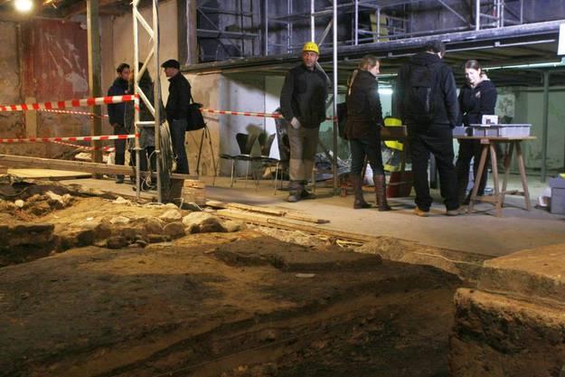 Rund 70 Besucher fanden sich für die Begehung der Fundstelle im Theatersaal ein