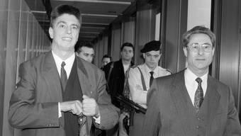 Hans Bühler (links) bei seiner Ankunft am Flughafen Zürich am 5. Januar 1993.