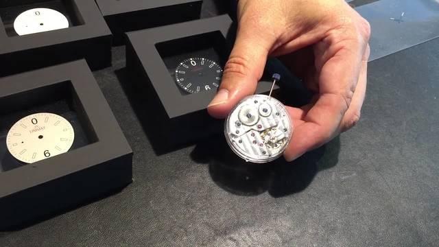 Roger Loosli stellt sich und seine Uhr vor.
