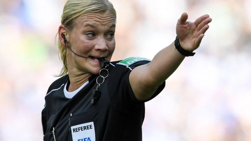 Bibiana Steinhaus überzeugte bei ihrem Bundesliga-Debüt vollends.