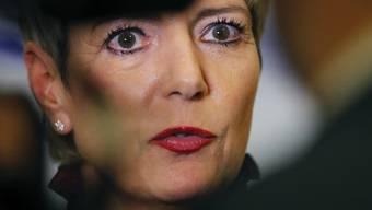 Zum ersten Mal als Bundesrätin an einem EU-Innenministertreffen: Bundesrätin Karin Keller-Sutter hat am Donnerstag in Bukarest dafür plädiert, zuerst die Schengen-Aussengrenzen zu sichern und erst dann einen Verteilschlüssel für Flüchtlinge zu installieren.