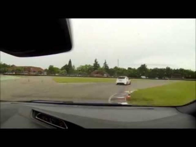 Ford Focus RS Mk3 vs. Wolf RS Mk2, Anneau du Rhin