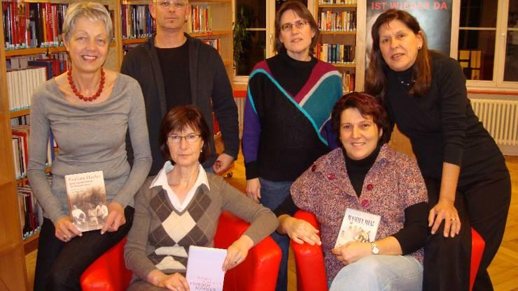 Theodora Keller, Stefan Wetzel, Cécile Angliker, Madeleine Sänger (v. l.), sitzend: Agnes Uebelmann und Martina Schmid. mlw
