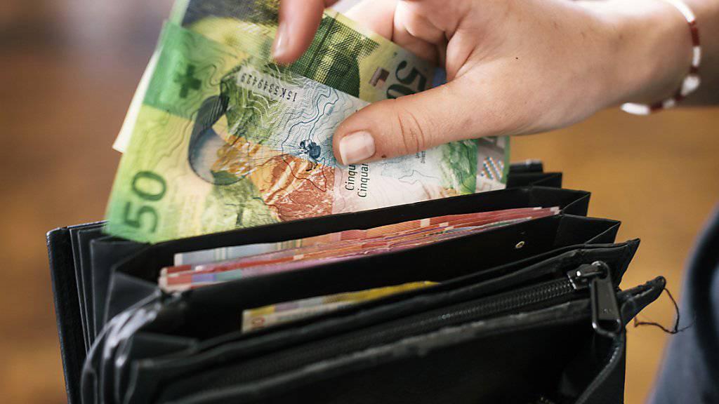 Für internationale Fachkräfte macht sich der Zuzug in die Schweiz im Portemonnaie bemerkbar. Sie können ihr Einkommen im Schnitt um 61'000 Dollar verbessern. (Themenbild)