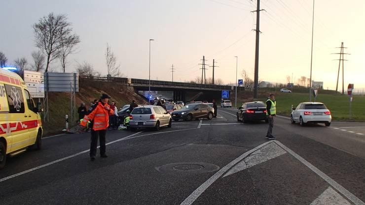 Der Unfall führte auf der Suhrentalstrasse zu Verkehrsbehinderungen. Die Unfallstelle war um 17.20 Uhr geräumt.