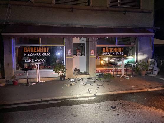 Auch das Aussenmobiliar der Pizzeria wurde beschädigt.