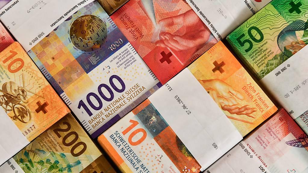 Ein vermeintlicher Postchef hat einem Rentner in Basel rund 265'000 Franken abgeknöpft.