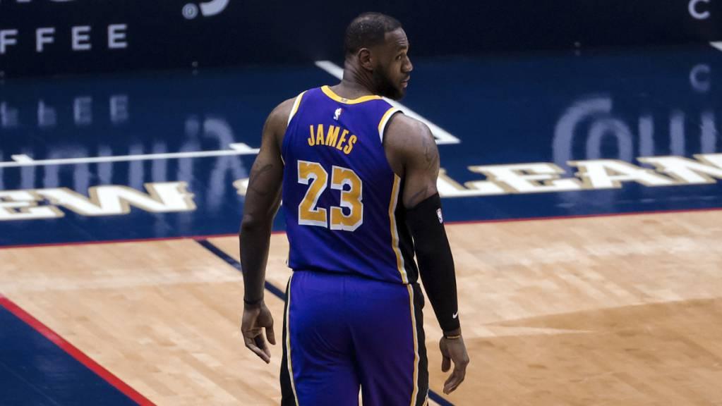 LeBron James und Titelverteidiger Los Angeles Lakers haben das Playoff-Ticket noch nicht auf sicher