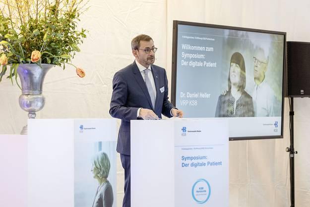 Aufmerksame Zuhörer: VR-Präsident Daniel Heller erklärt an einem Symposium die Strategie des Kantonsspitals Baden.