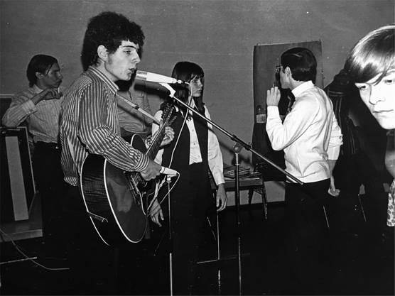 Roli Frei bei einem seiner ersten Auftritte, 1969. zVg