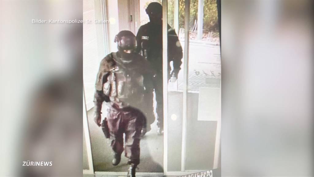 Banküberfall im Polizisten-Kostüm: Täter auf der Flucht