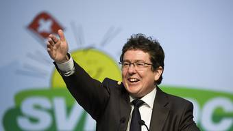 Der Parteipräsident der SVP, Albert Rösti, gab in einem Interview bekannt, dass die Initiative seiner Partei zur Kündigung der Personenfreizügigkeit mit der EU steht. (Archivbild)