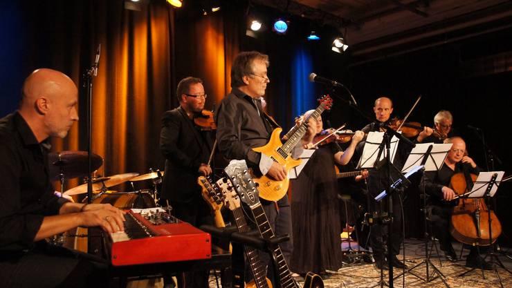 Die zehn Musikerinnen und Musiker der beiden so unterschiedlichen Sparten können sich durchaus vorstellen, das Experiment noch weiter zu treiben.