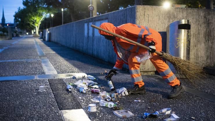 Abfallsünder verursachen in der Schweiz jährliche Reinigungskosten in der Höhe von 200 Millionen Franken – und bescheren den Reinigungsequipen viel Arbeit.