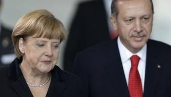 Merkel und Erdogan bei einem Besuch Erdogans in Berlin (Archiv)