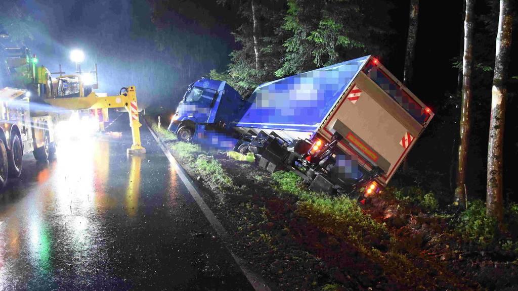 News: Lastwagenunfall, Schwerverletzter, Hoher Kasten