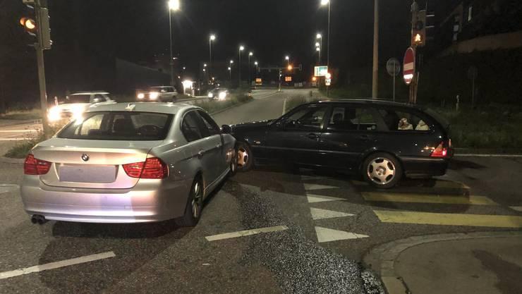 Ein 39-jähriger Personenwagenlenker wollte die A2 via Ausfahrt Pratteln verlassen und nach links in die Salinenstrasse einbiegen.