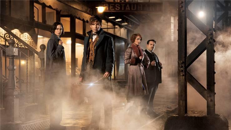 Rowlings neue Filmhelden: Tina (Katherine Waterston), Newt (Eddie Redmayne), Queenie (Alison Sudol) und Kowalski (Dan Fogler)..Warner Bros