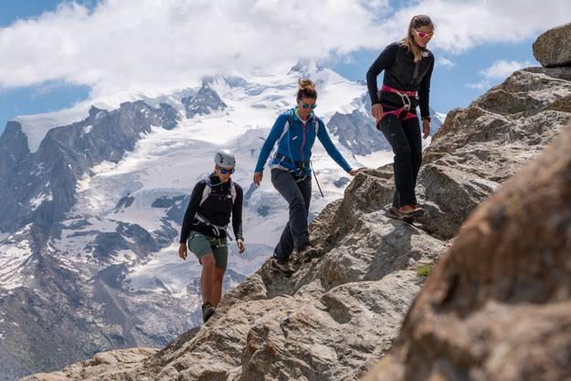 Das erste Training führte aufs Riffelhorn. Dort lernten die Teilnehmerinnen Techniken kennen, wie man sich auf dem Fels bewegen kann.