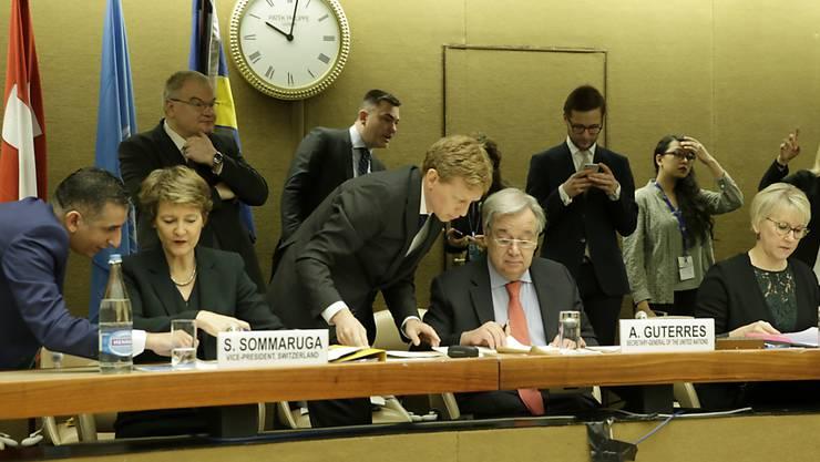 Die Schweiz präsidierte die Geberkonferenz für den Jemen zum dritten Mal zusammen mit der Uno und mit Schweden. Allein in diesem Jahr benötigt die Uno 4,2 Milliarden Dollar. Am Dienstag in Genf sagten die Uno-Mitgliedstaaten 2,6 Milliarden Dollar zu.