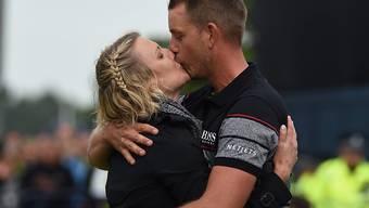 Henrik Stenson Kuss des Glücks mit seiner Frau Emma Löfgren