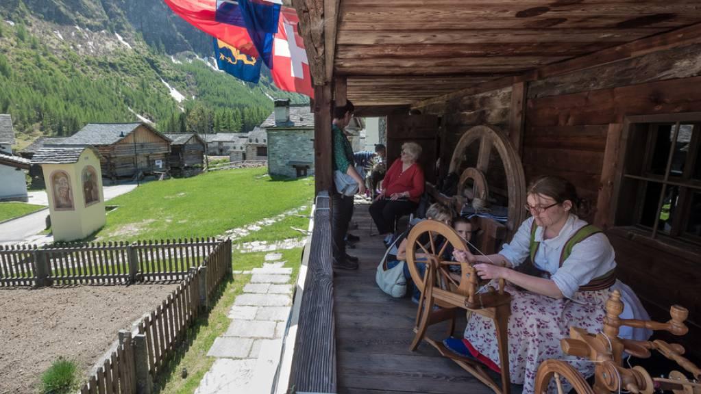 Das Walserhaus in Bosco Gurin TI ist eines von drei Museen in der Schweiz, die für den Europäischen Museumspreis 2021 nominiert sind. Das 1938 eröffnete Walsermuseum will die Geschichte und Kultur von Bosco Gurin und anderen Walsersiedlungen erhalten und zeigen. (Archivbild)