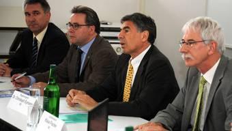 Gemeinsam weiter . . . aber mit unterschiedlichen Tempi: die vier Bildungsdirektoren (von links) Alex Hürzeler (Aargau), Urs Wüthrich (Baselland), Christoph Eymann (Basel-Stadt) und Klaus Fischer (Solothurn).