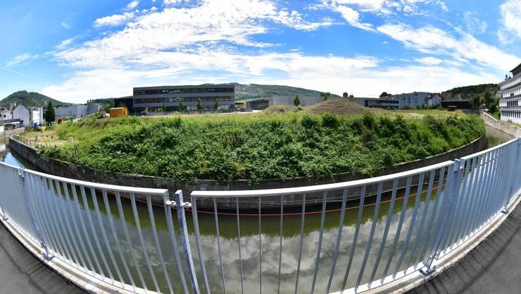 Der Dünnern entlang (vorne) geht die Sanierung des Färbi-Areals möglicherweise weiter, auf dem höher gelegenen Gebiet ist das Betriebsgebäude projektiert.