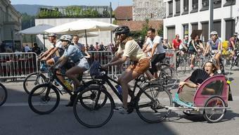 Zuerst eine Sternfahrt, dann eine Velodemo in Aarau: An die gross aufgezogenen Klimademo kamen am Samstag, 31. August, weniger als 150 Teilnehmer.