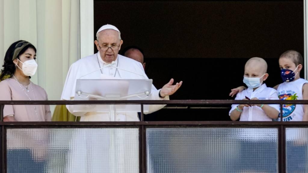 Papst aus dem Krankenhaus: Gutes Gesundheitswesen pflegen